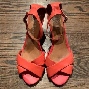GUC Jeffrey Campbell Salmon Wedges - 8.5